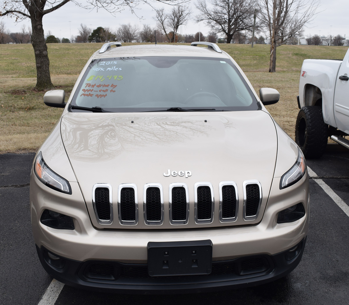 2015 Jeep Cherokee Latitude front view